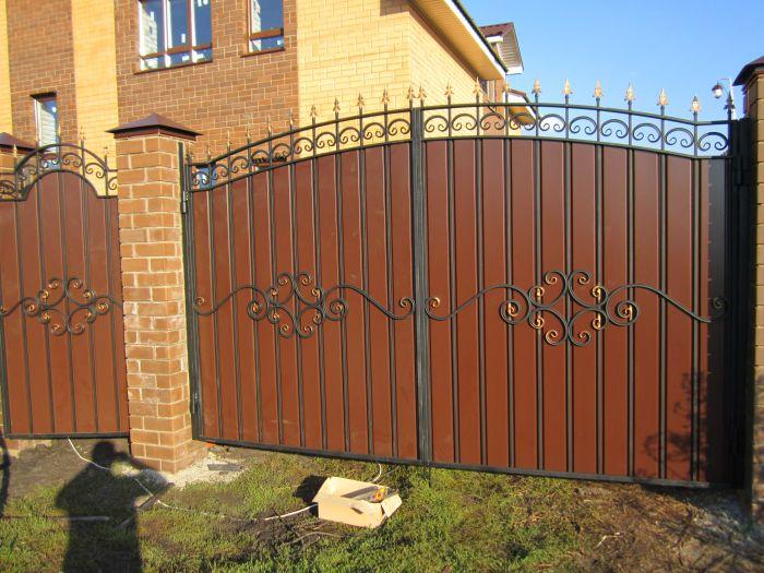 Ворота распашные металлические с калиткой фото